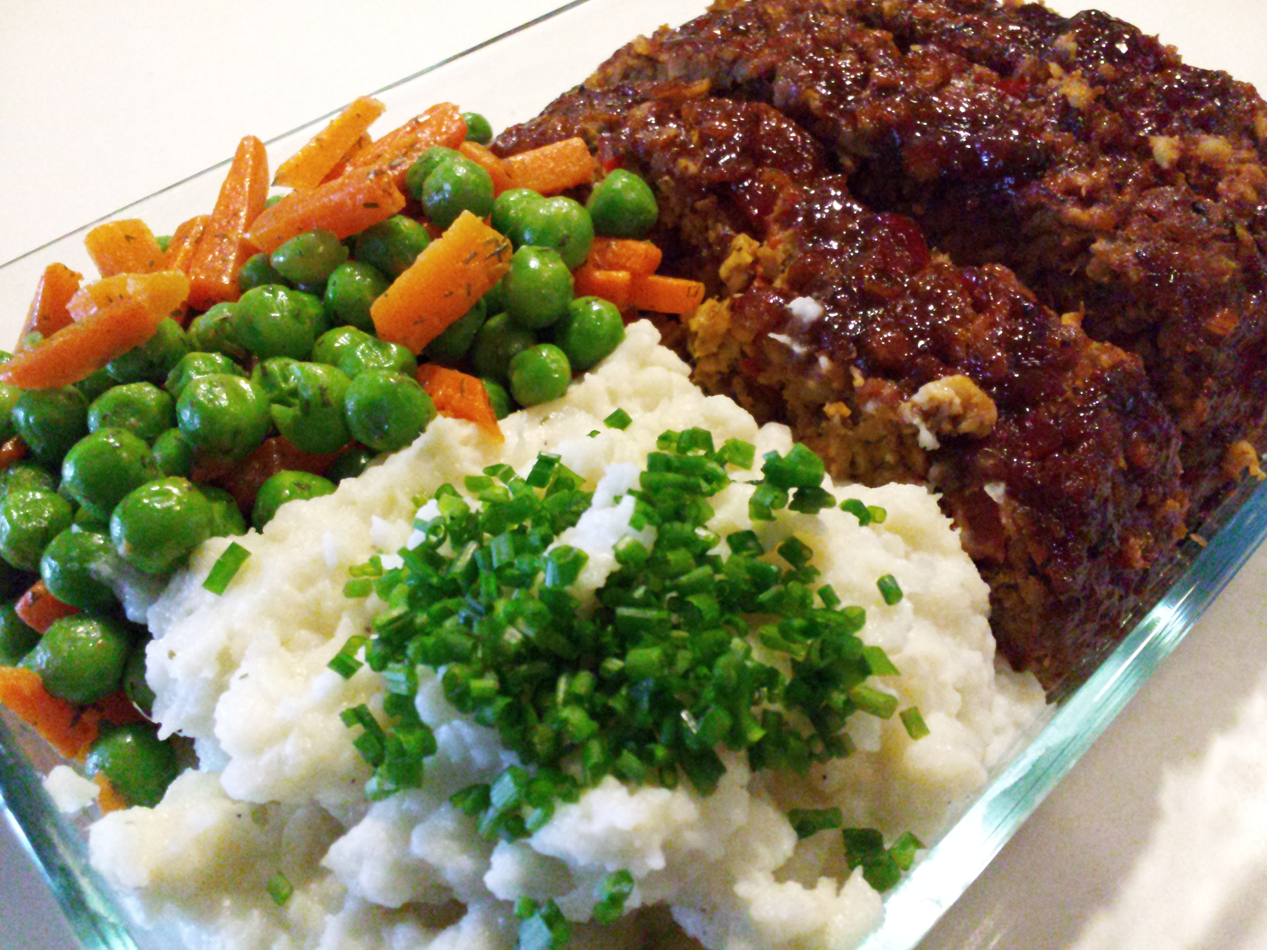Weeknight Meal: BBQ Turkey Meatloaf, Creamy Mashed Cauliflower, Peas & Carrots with Dill